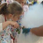Dzieci z klasy 1a poznają tajnikikuchni molekularnej