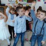 Grupa 0a tańczy dla Babci i Dziadka