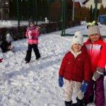 Jest śnieg, więc lepimy bałwana