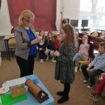 Czytanie zagadki przez Panią Irenę