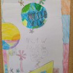 Kolorowy rysunek. Na rysunku jest planeta Ziemia i napis myslę, więc nie śmiecę