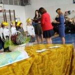 Pasowanie dzieci na uczniow szkoły podstawowej przez Panią Dyrektor oraz Wicedyrektor w obecności wychowawcy